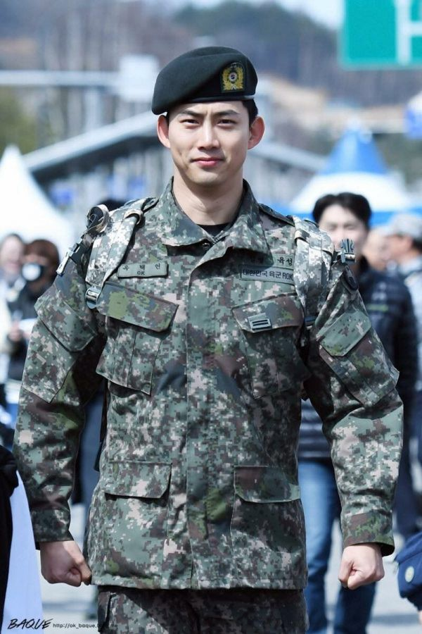 Ai ngờ nhập ngũ là thước đo nhan sắc chuẩn nhất của các nam thần Kbiz: Hyun Bin, Ji Chang Wook gây sốc vì mặt mộc - Ảnh 22.