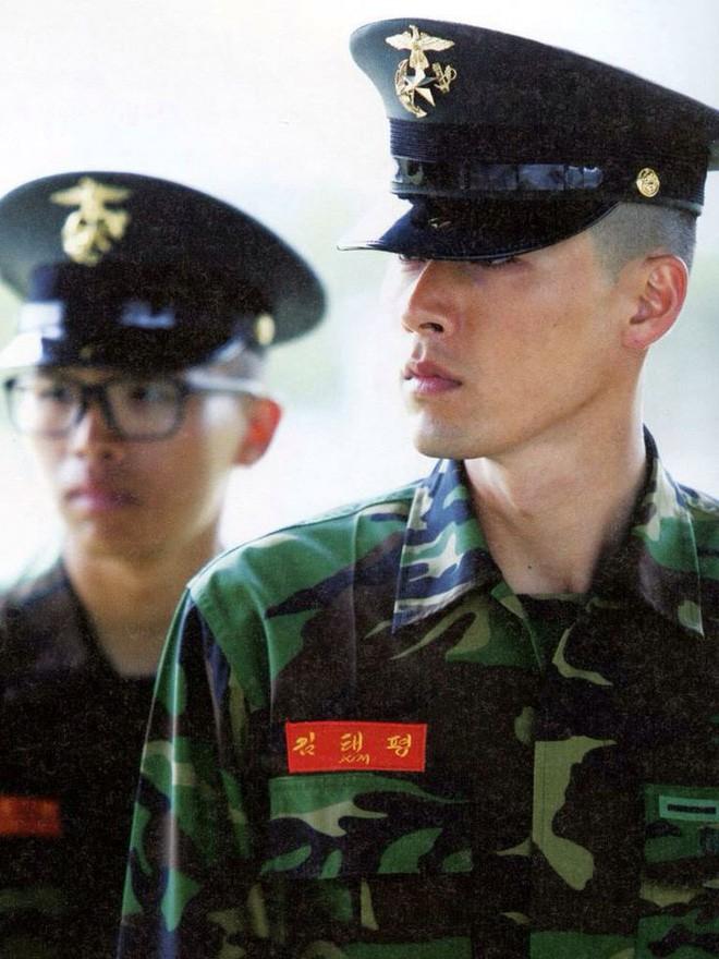 Ai ngờ nhập ngũ là thước đo nhan sắc chuẩn nhất của các nam thần Kbiz: Hyun Bin, Ji Chang Wook gây sốc vì mặt mộc - Ảnh 12.