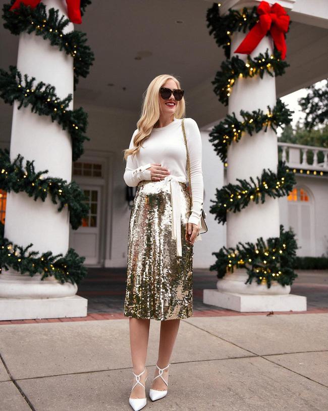 7 kiểu trang phục tưởng bình thường nhưng vẫn có thể giúp chị em nổi bần bật trong những bữa tiệc cuối năm - Ảnh 1.