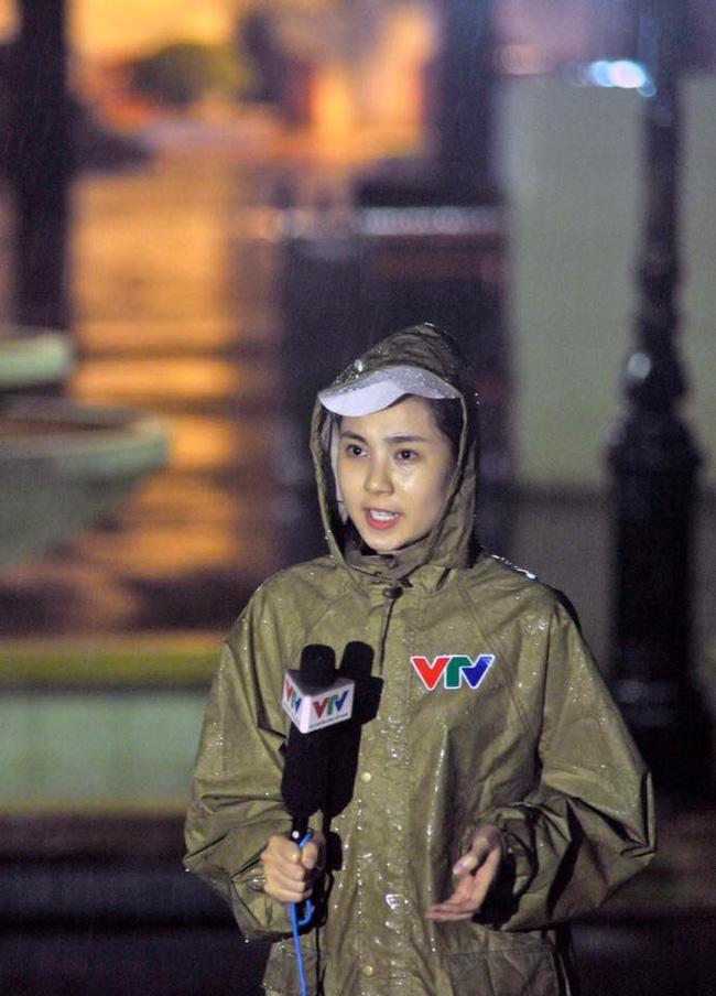 Mai Ngọc - 10 năm 3 chặng đường: Hot girl đời đầu chuyển hướng làm weather girl, nay lại trở thành news lady - Ảnh 6.