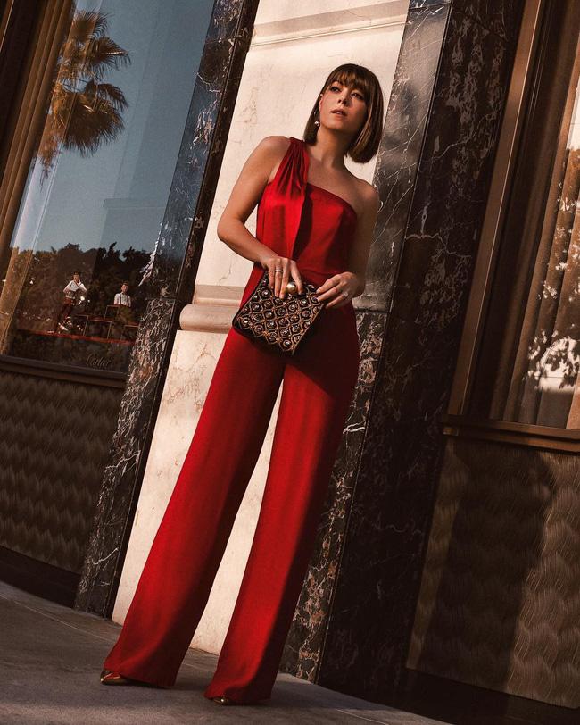 7 kiểu trang phục tưởng bình thường nhưng vẫn có thể giúp chị em nổi bần bật trong những bữa tiệc cuối năm - Ảnh 13.