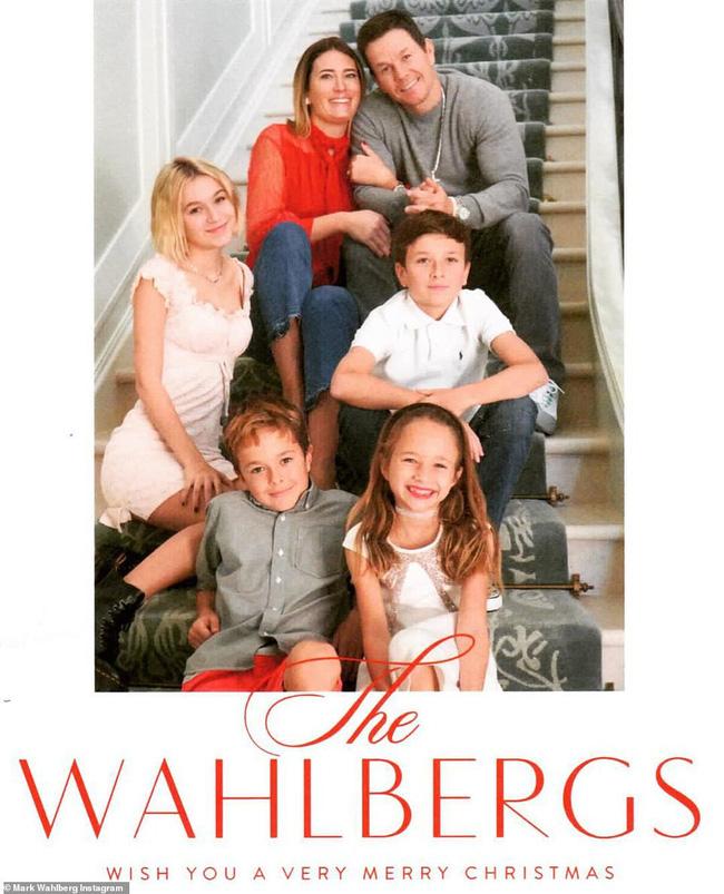 Cổ tích tình yêu giản dị giữa showbiz: 17 năm bên nhau, tài tử Mark Wahlberg vẫn luôn nắm chặt tay vợ như mới yêu - Ảnh 12.
