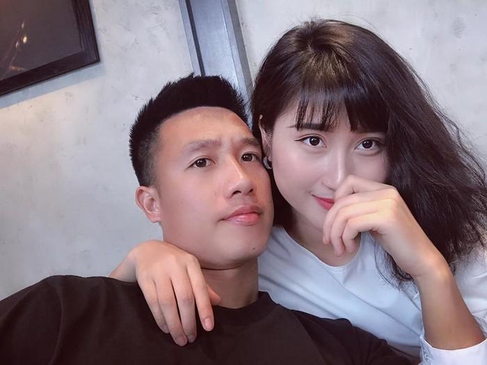 Bạn gái tiền vệ 'đá sân nhỏ 9 điểm' nóng bỏng như Angela Phương Trinh