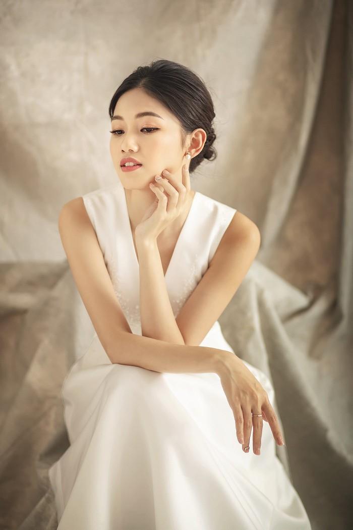 'Hậu' kết hôn với chồng đại gia, Á hậu Thanh Tú tung ảnh cưới