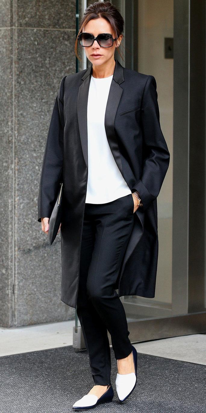 Chỉ với áo thun trắng bình dân, bà Beck vẫn sành điệu và chất lừ