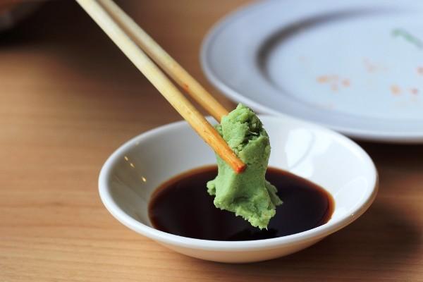 Ăn đồ Nhật bao lâu nhưng bạn có biết tại sao vị cay của wasabi lại xộc lên mũi không? - Ảnh 2.