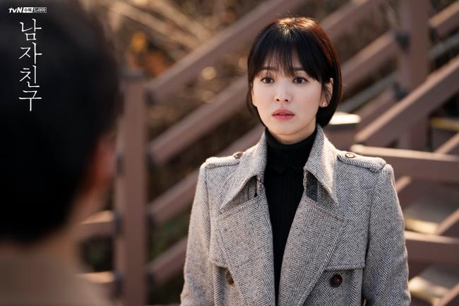 Với 4 tips diện đồ ai cũng học được, Song Hye Kyo vừa hóa nữ thần công sở lại cưa đổ trai trẻ trong Encounter - Ảnh 9.