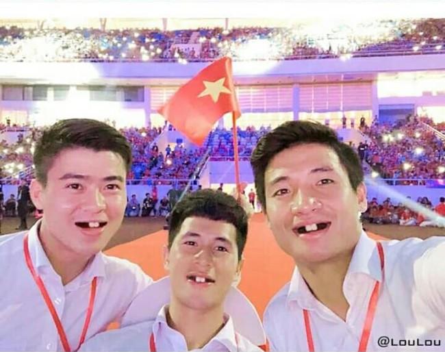 Ảnh chế răng móm của các tuyển thủ Việt Nam khiến người hâm mộ bật cười vì hài hước - Ảnh 12.