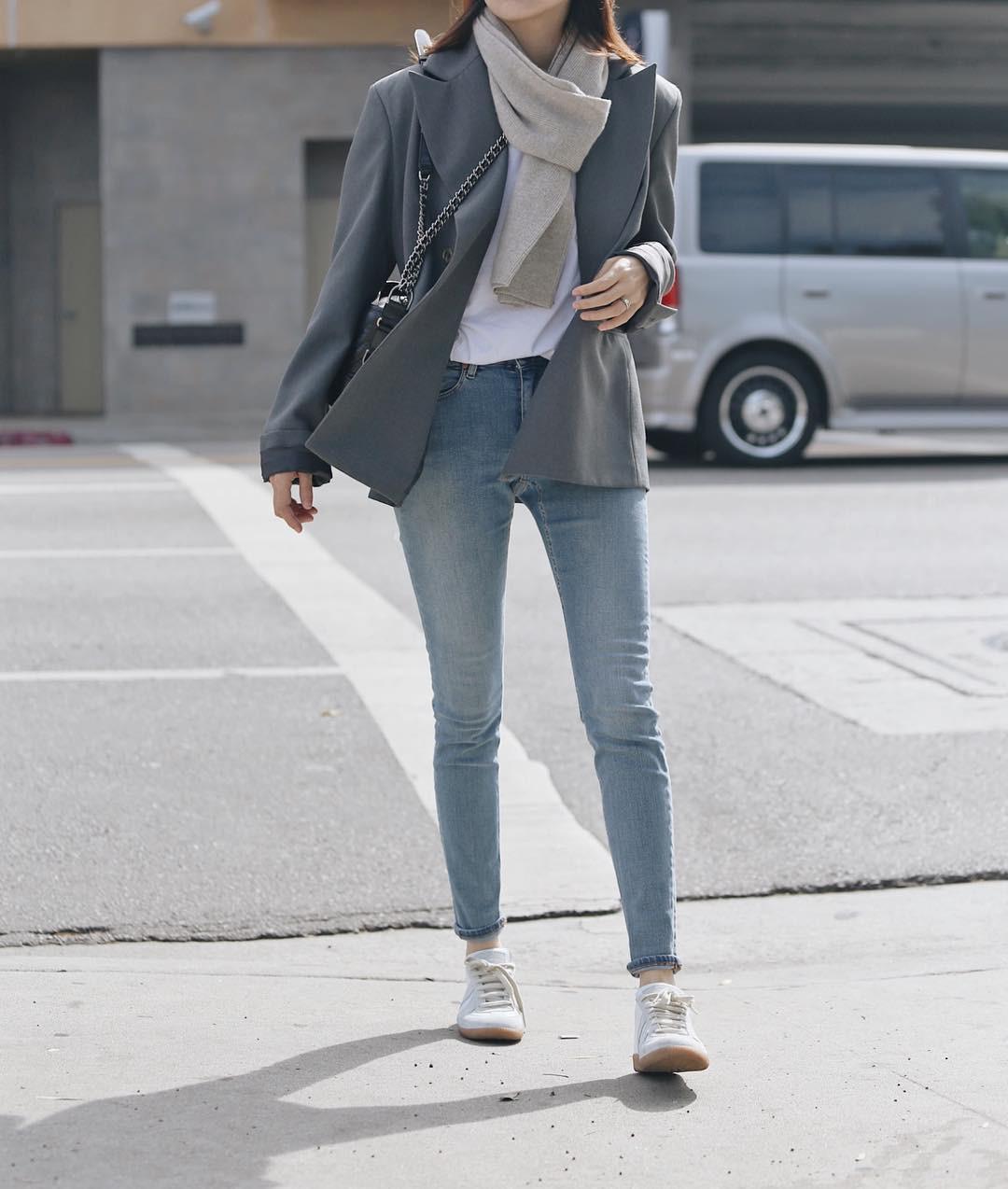 3 lỗi diện quần jeans không khiến cặp chân ngắn hơn thì cũng dễ đưa bạn vào tình huống kém duyên, nhạy cảm 1