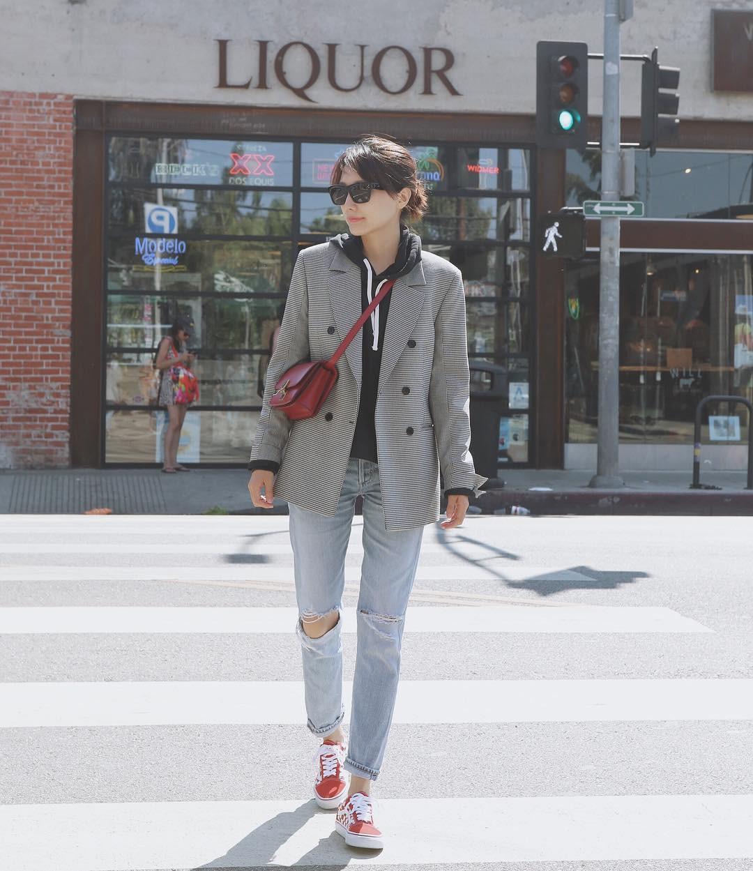 3 lỗi diện quần jeans không khiến cặp chân ngắn hơn thì cũng dễ đưa bạn vào tình huống kém duyên, nhạy cảm 9