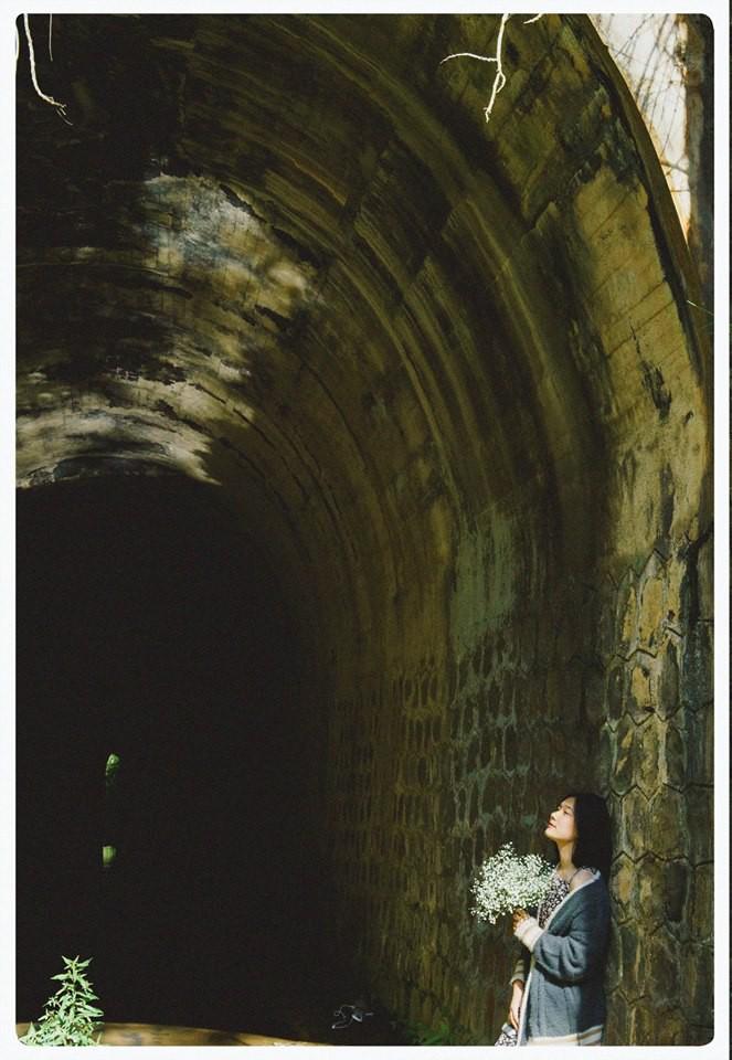 Đường hầm xe lửa Đà Lạt đẹp chẳng khác gì phim Em sẽ đến cùng cơn mưa được dân tình ầm ầm kéo đến check-in - Ảnh 5.