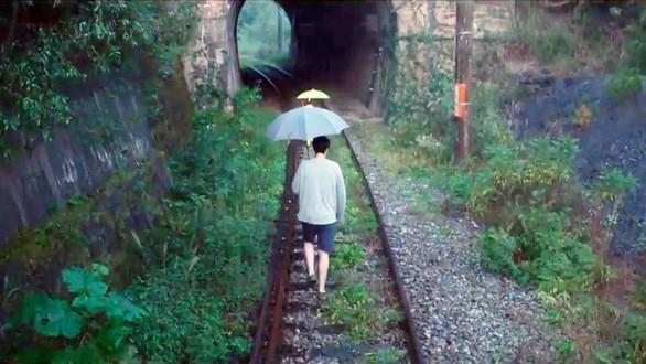 Đường hầm xe lửa Đà Lạt đẹp chẳng khác gì phim Em sẽ đến cùng cơn mưa được dân tình ầm ầm kéo đến check-in - Ảnh 3.