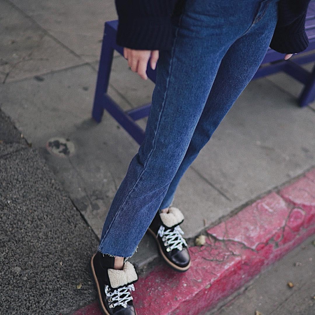 3 lỗi diện quần jeans không khiến cặp chân ngắn hơn thì cũng dễ đưa bạn vào tình huống kém duyên, nhạy cảm 6