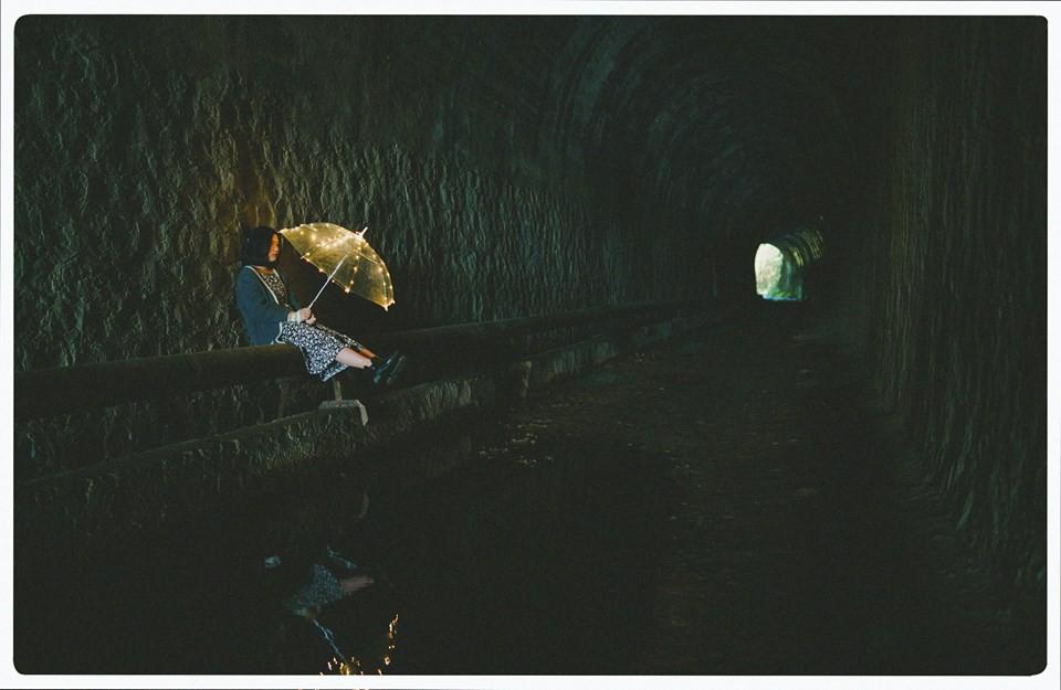 Đường hầm xe lửa Đà Lạt đẹp chẳng khác gì phim Em sẽ đến cùng cơn mưa được dân tình ầm ầm kéo đến check-in - Ảnh 7.