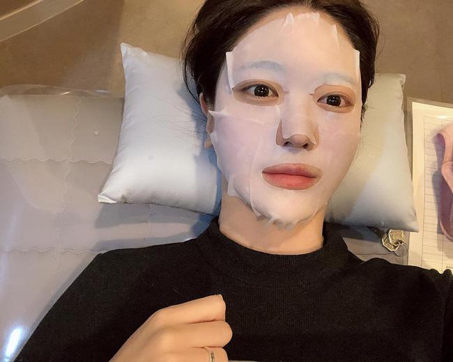 Bạn không thể có glass skin chỉ sau một đêm nhưng sẽ rút ngắn thời gian sở hữu được nó với 5 bí kíp từ chuyên gia - Ảnh 4.