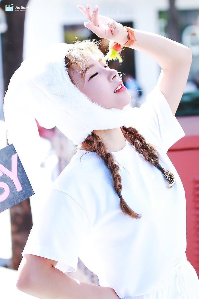 Nữ ca sĩ bí ẩn, luôn đeo mặt nạ che kín mặt gây xôn xao Kpop