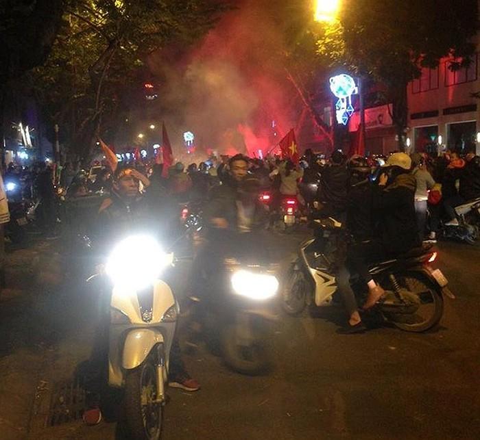 Hà Nội bùng nổ sau trận thắng của đội tuyển Việt Nam
