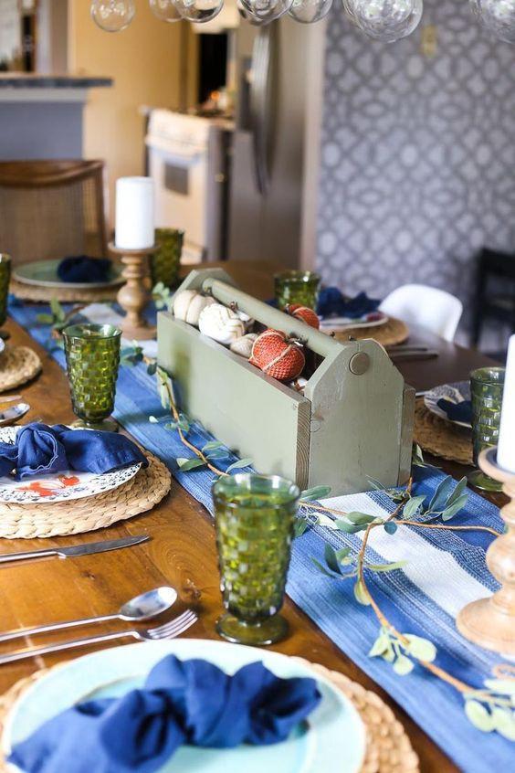 25 ý tưởng trang trí bàn ăn siêu xinh để đón Tết từ những vật dụng có sẵn xung quanh - Ảnh 10.