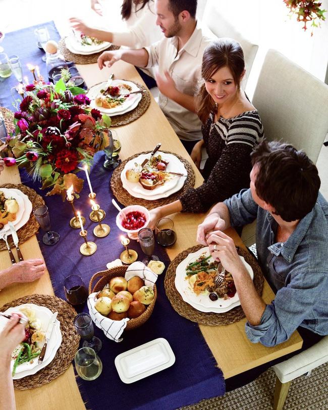 25 ý tưởng trang trí bàn ăn siêu xinh để đón Tết từ những vật dụng có sẵn xung quanh - Ảnh 5.