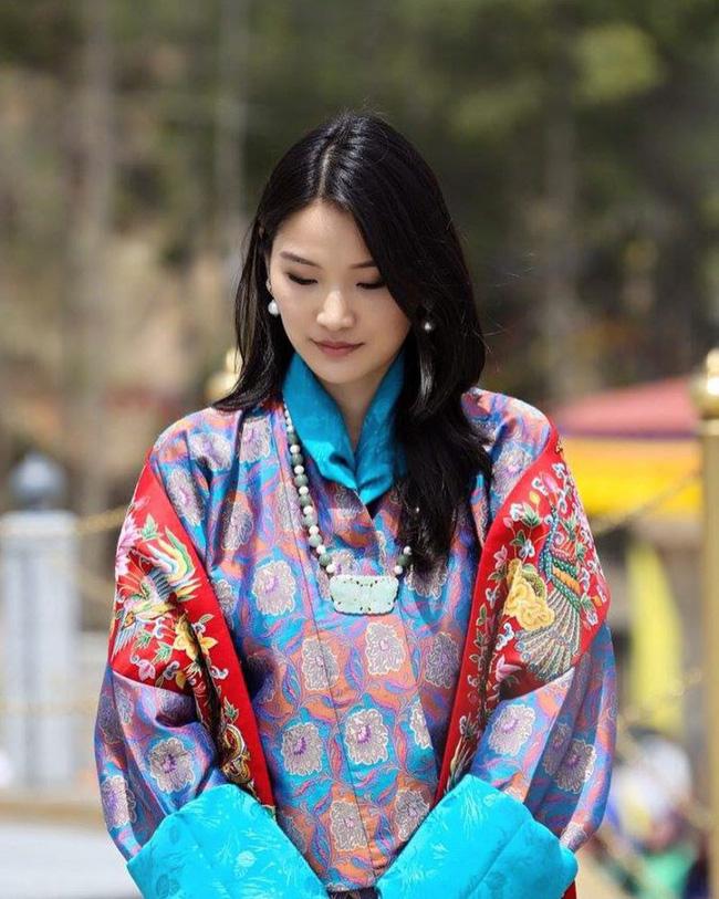 Jetsun Pema: Chuyện đời nàng Lọ Lem giữa đời thực và câu chuyện tình yêu như cổ tích ở xứ sở hạnh phúc nhất thế giới - Ảnh 2.