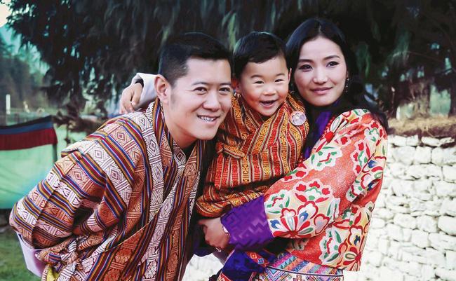 Jetsun Pema: Chuyện đời nàng Lọ Lem giữa đời thực và câu chuyện tình yêu như cổ tích ở xứ sở hạnh phúc nhất thế giới - Ảnh 9.