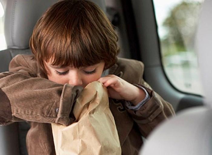 Mẹo đơn giản chống say tàu xe cho trẻ dịp Tết
