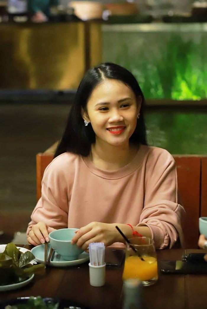 Con gái Tú Dưa lần đầu tiết lộ mối quan hệ với vợ ba của bố