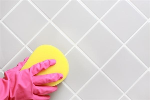 Baking soda rất hữu ích cho bạn trong việc dọn dẹp nhà cửa và sàn nhà lát gạch cũng thế. Bạn có thể vệ sinh cho sàn nhà bằng cách lau chùi bằng baking soda.