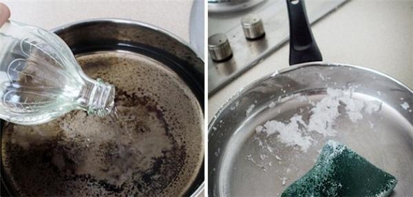 Đối với những vết cháy cực kỳ khó chùi rửa phía dưới đáy chảo, đầu tiên bạn cho giấm vào chảo sau đó đun sôi. Tiếp theo, chobaking soda rồi cọ xung quanh sẽ khiến các lớp cháy bong tróc dễ dàng.
