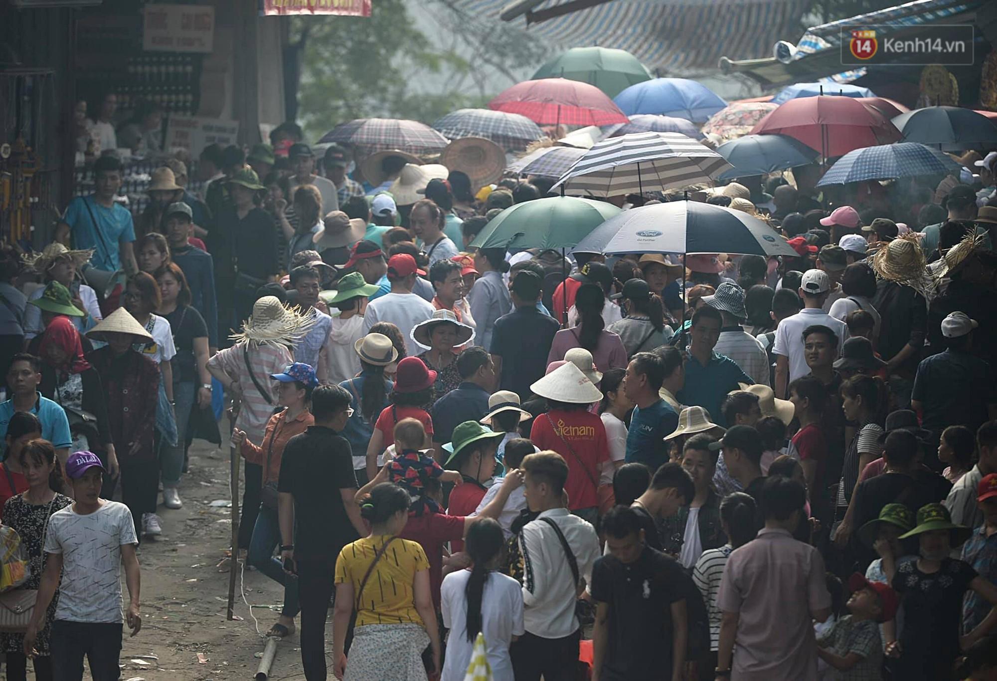 Gần 5 vạn du khách đổ về Chùa Hương trước một ngày khai hội - Ảnh 6.