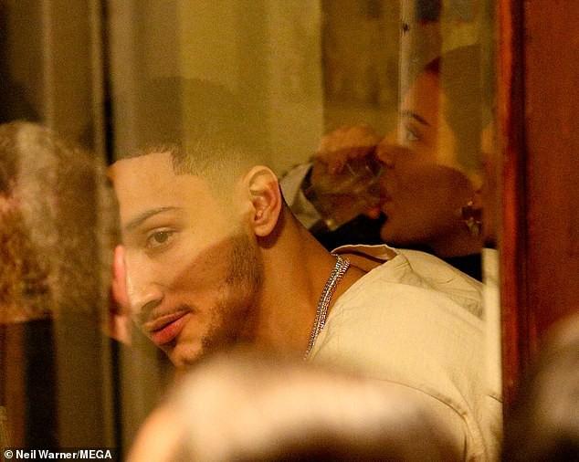 Kendall Jenner ôm hôn bạn trai cao 2m08 không rời trong nhà hàng, F.A nào nhìn vào cũng phải ghen tị! - Ảnh 5.