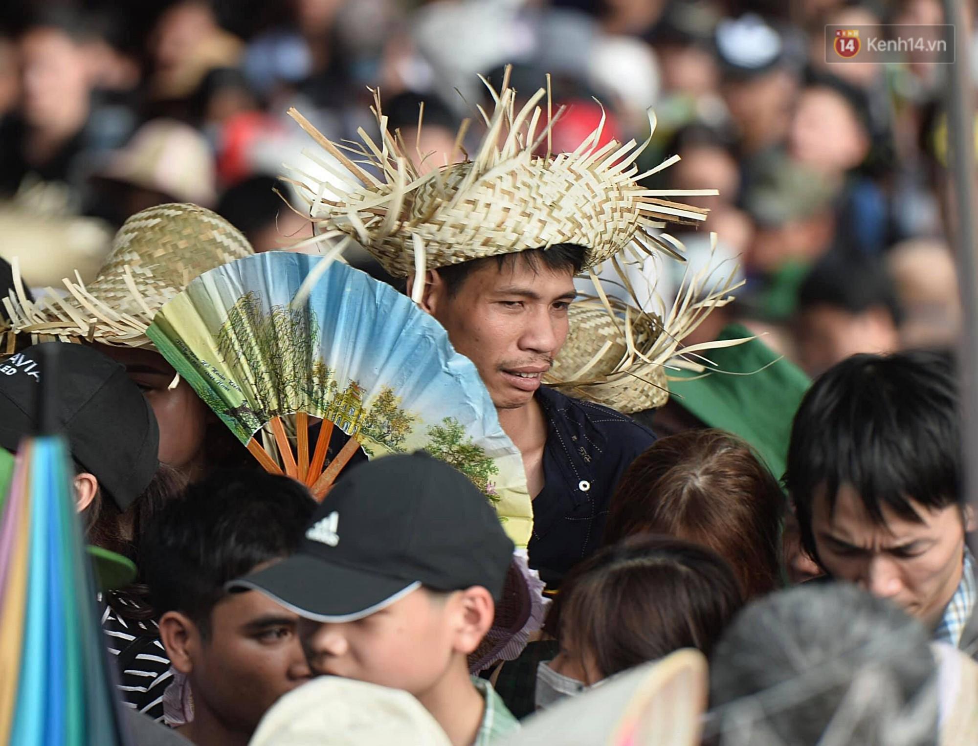 Gần 5 vạn du khách đổ về Chùa Hương trước một ngày khai hội - Ảnh 13.