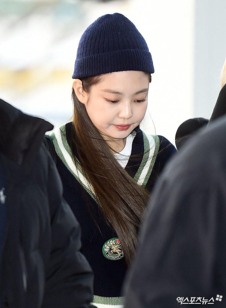 Bị chê béo như bánh bao, Jennie gây choáng với tỉ lệ mặt nhỏ chẳng kém mẫu nhí đẹp nhất thế giới 11 tuổi - Ảnh 6.
