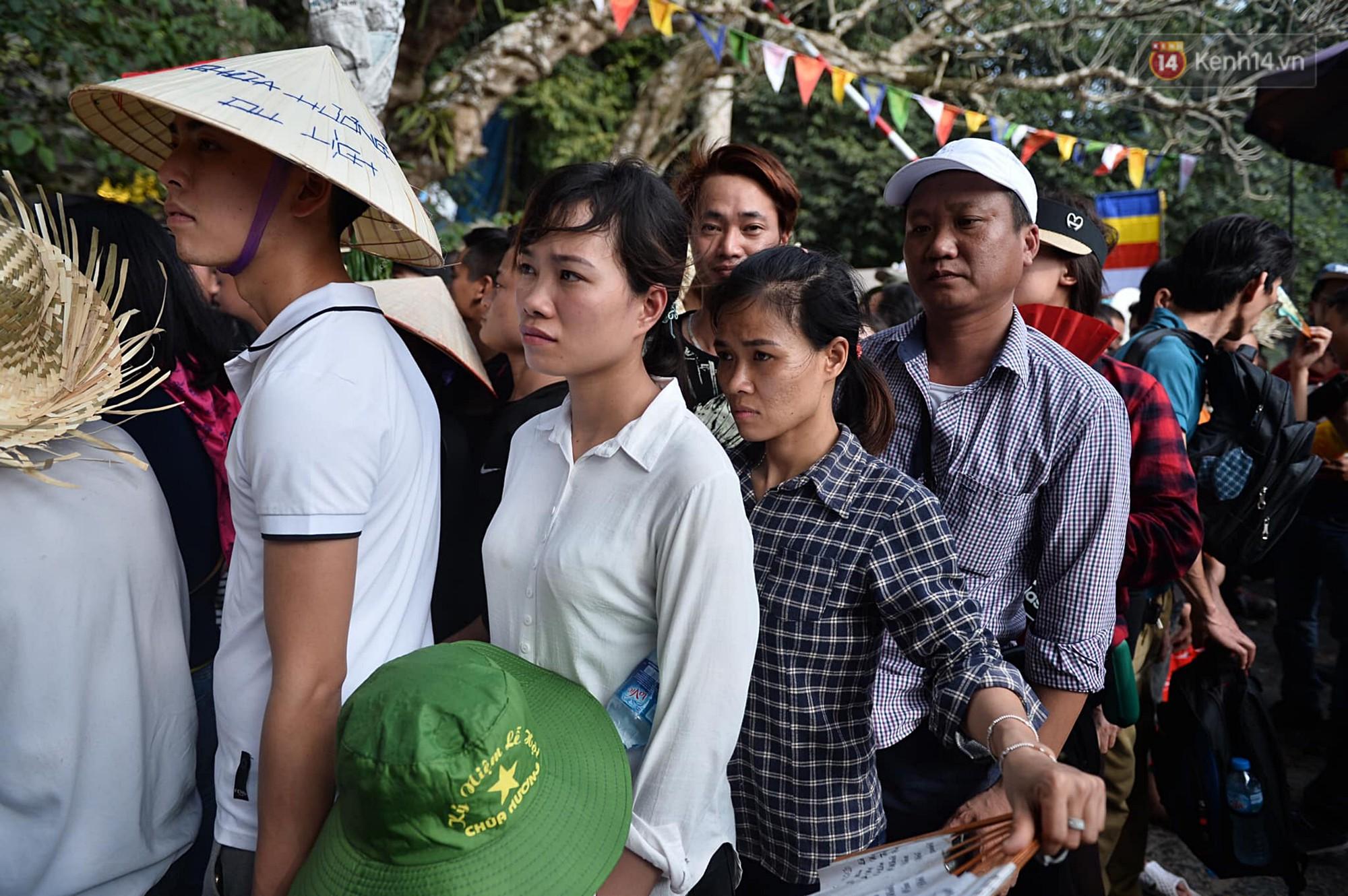 Gần 5 vạn du khách đổ về Chùa Hương trước một ngày khai hội - Ảnh 8.