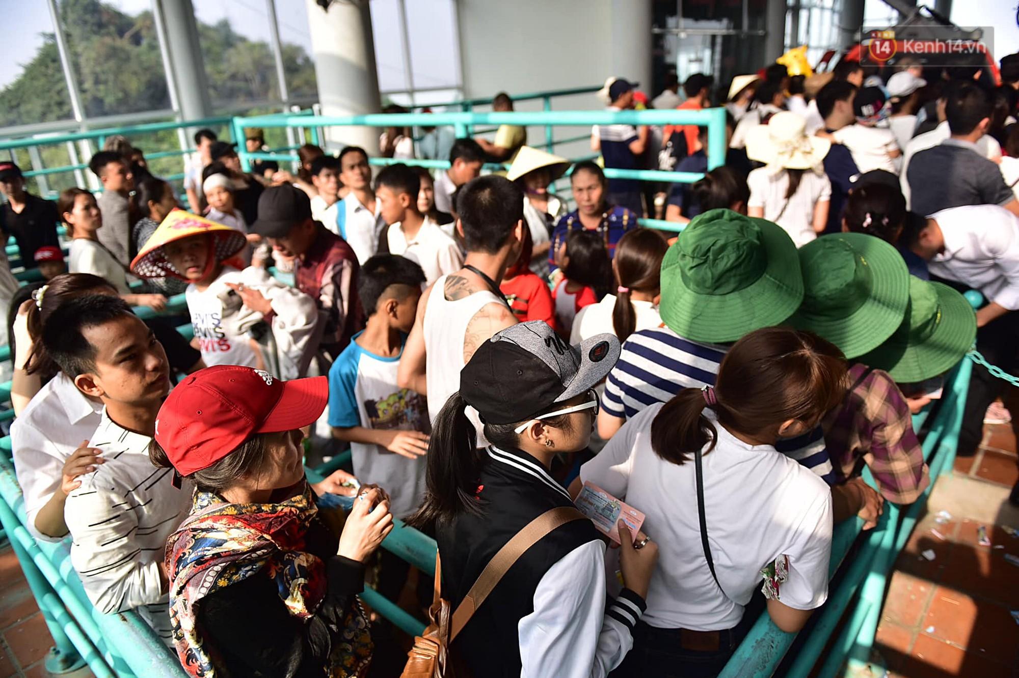 Gần 5 vạn du khách đổ về Chùa Hương trước một ngày khai hội - Ảnh 7.