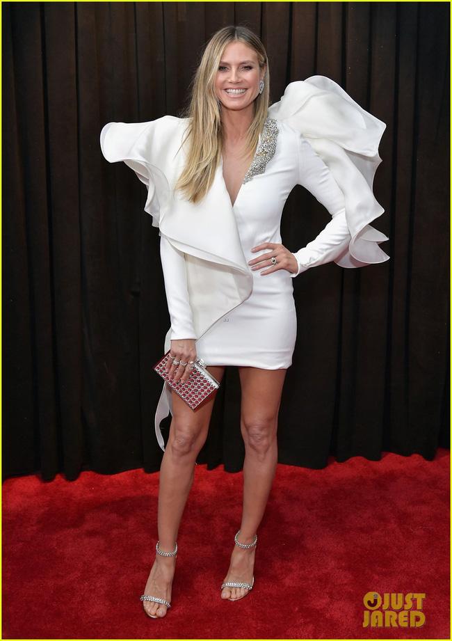 Cô dâu mới hạnh phúc nhất thế giới Miley Cyrus diện áo khoét ngực, cười thả ga trên thảm đỏ Grammy 2019 - Ảnh 8.