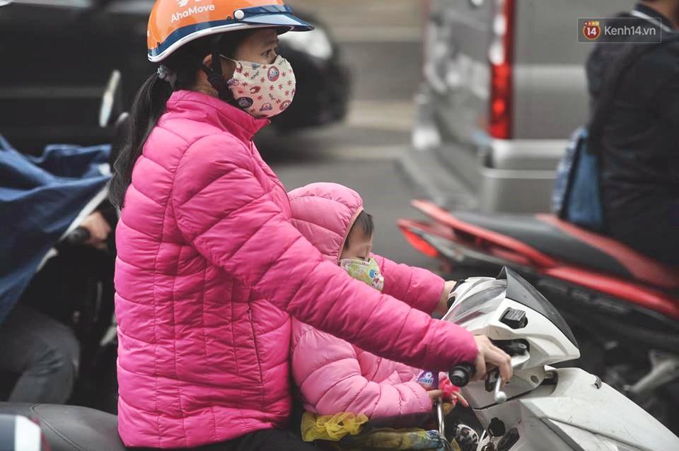 Hà Nội: Người dân vừa chạy xe vừa ngáp ngắn ngáp dài trong buổi sáng làm việc đầu tiên sau kỳ nghỉ Tết Kỷ Hợi - Ảnh 8.