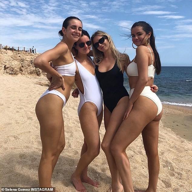 Vừa tái xuất, Selena Gomez liền hút hàng triệu like với loạt ảnh bikini khoe đường cong nóng bỏng - Ảnh 1.
