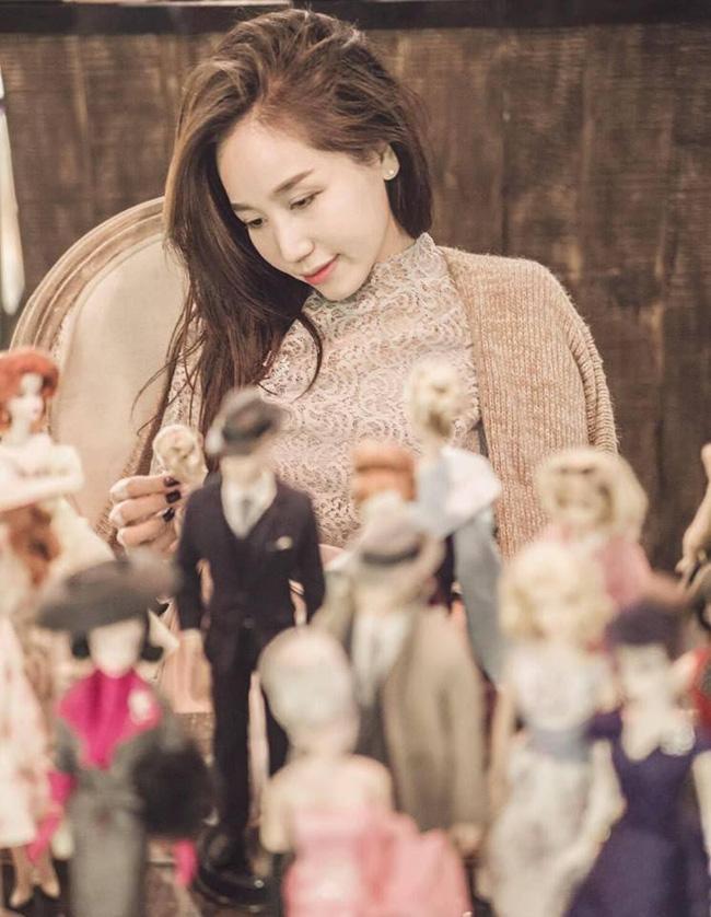 Chị đẹp tuổi 43 trẻ như đôi mươi, đam mê sưu tập búp bê Barbie: Phụ nữ đừng bao giờ bỏ bê bản thân mình - Ảnh 4.