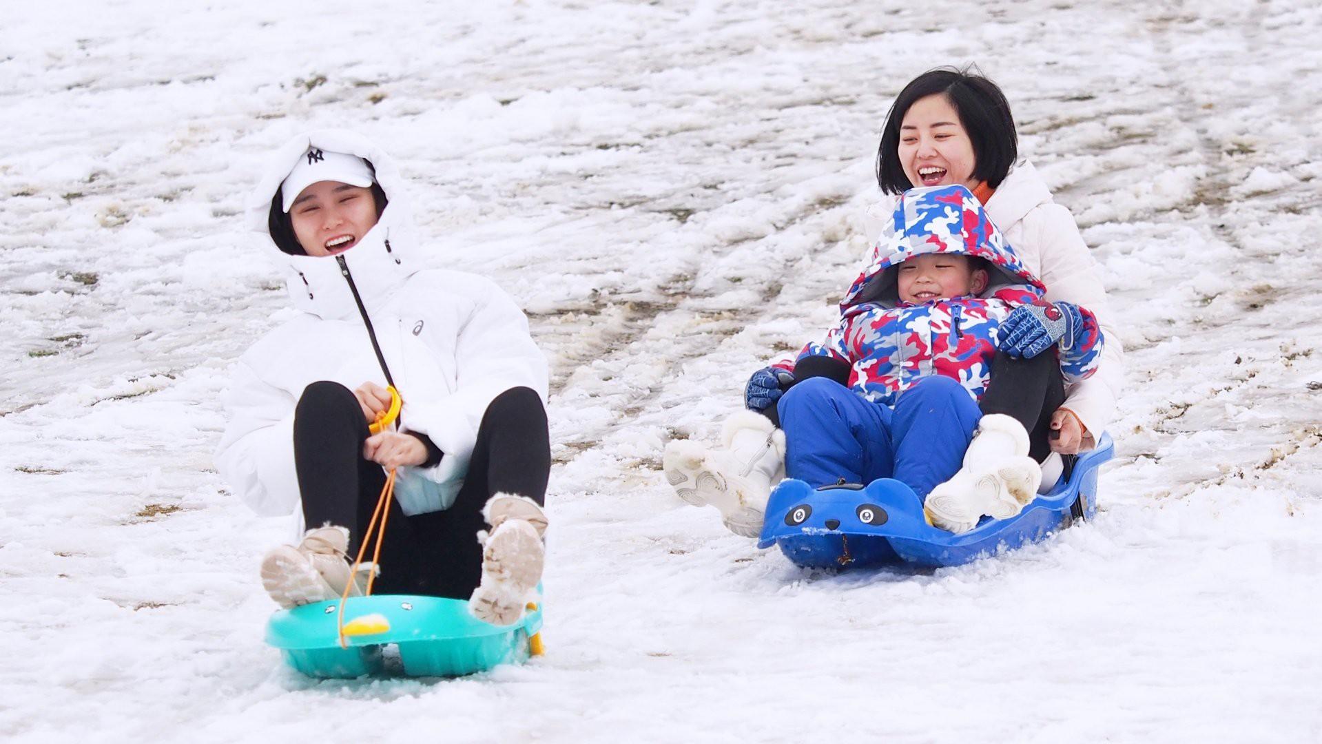 Vẻ đẹp trong trẻo của tuyết mùa xuân ở Trung Quốc khiến nhiều tín đồ du lịch cuồng chân dù đã hết Tết - Ảnh 4.