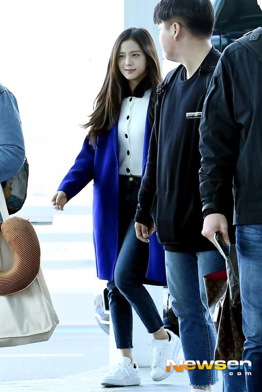 Dàn sao Hàn đình đám đổ bộ sân bay ngày Valentine: Black Pink đọ sắc Park Min Young, Park Bo Gum quá bảnh - Ảnh 11.