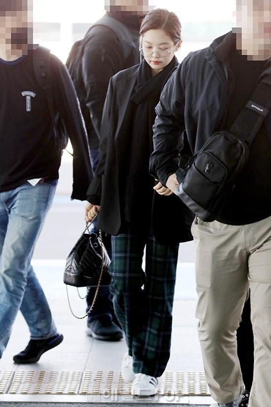 Dàn sao Hàn đình đám đổ bộ sân bay ngày Valentine: Black Pink đọ sắc Park Min Young, Park Bo Gum quá bảnh - Ảnh 2.
