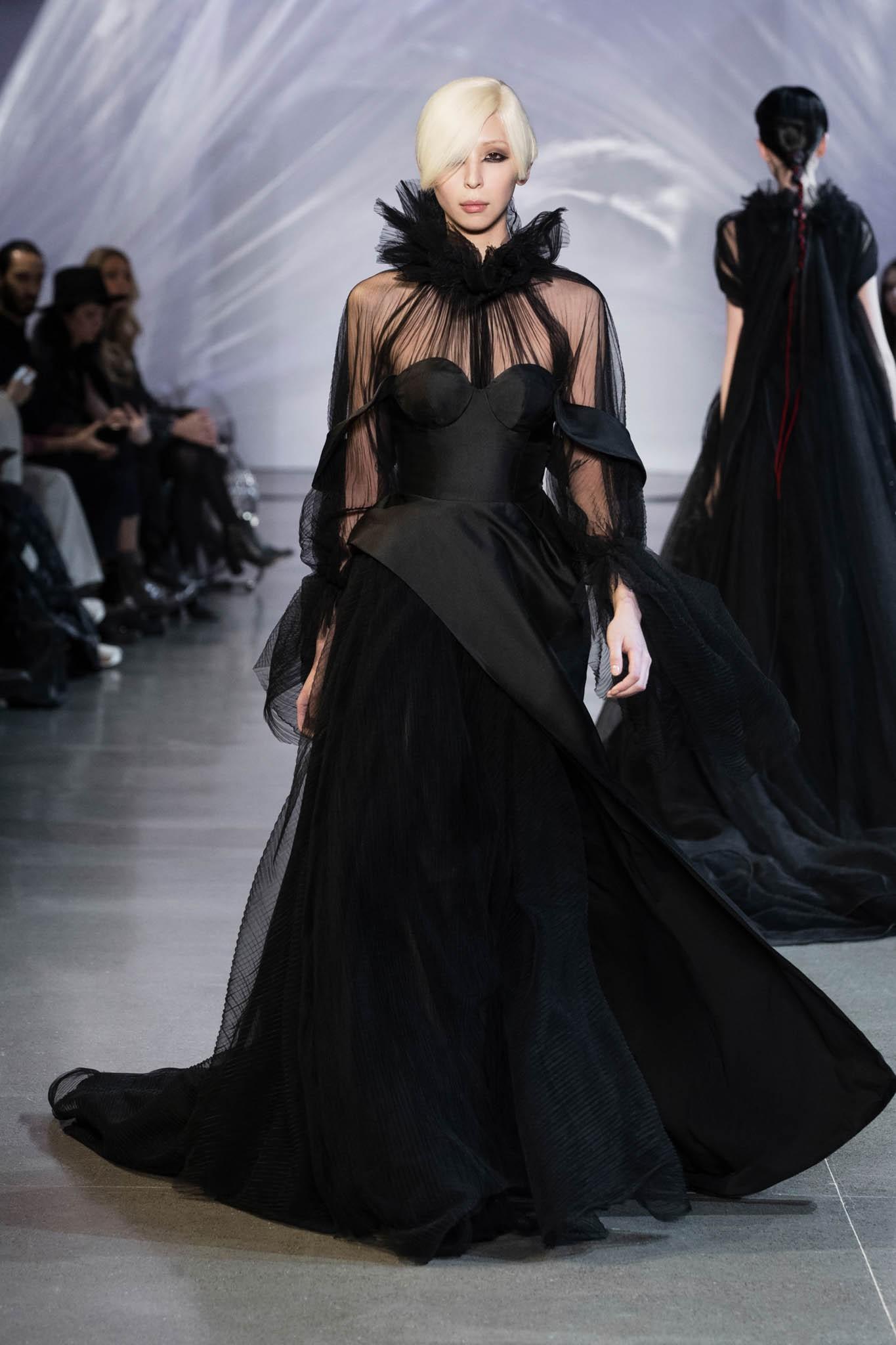 VOGUE Mỹ, VOGUE Tây Ban Nha và hàng loạt tạp chí thời trang thế giới đồng loạt đưa tin về show diễn PHUONG MY tại NYFW - Ảnh 14.