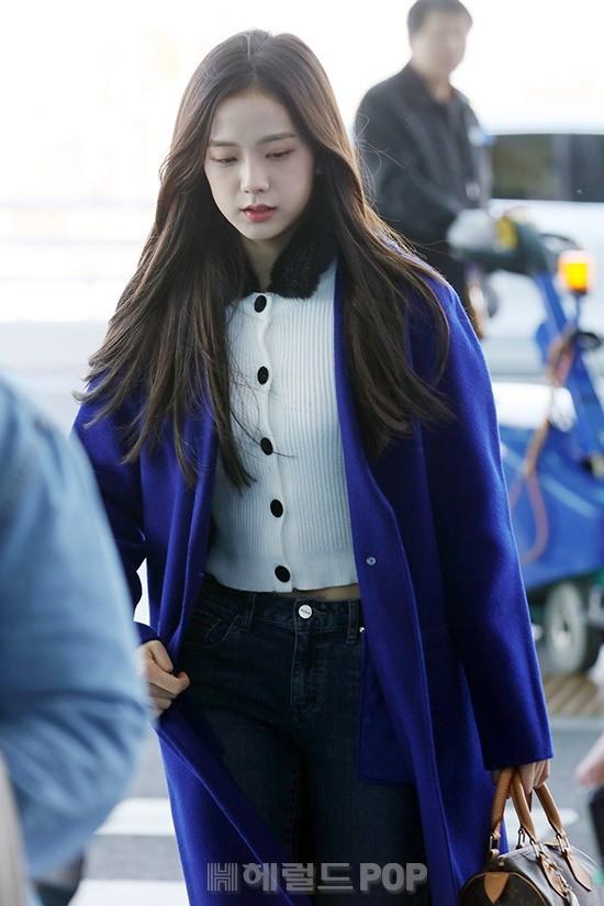 Dàn sao Hàn đình đám đổ bộ sân bay ngày Valentine: Black Pink đọ sắc Park Min Young, Park Bo Gum quá bảnh - Ảnh 13.