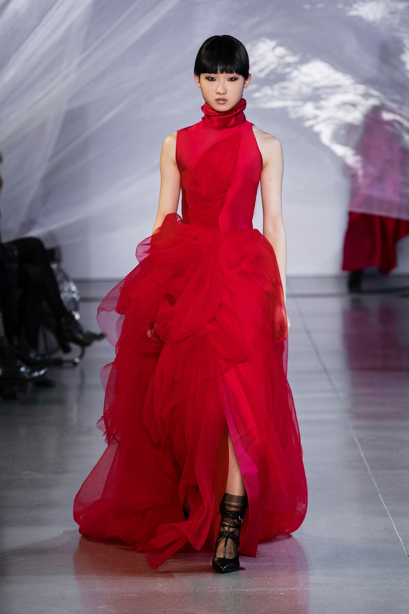 VOGUE Mỹ, VOGUE Tây Ban Nha và hàng loạt tạp chí thời trang thế giới đồng loạt đưa tin về show diễn PHUONG MY tại NYFW - Ảnh 12.