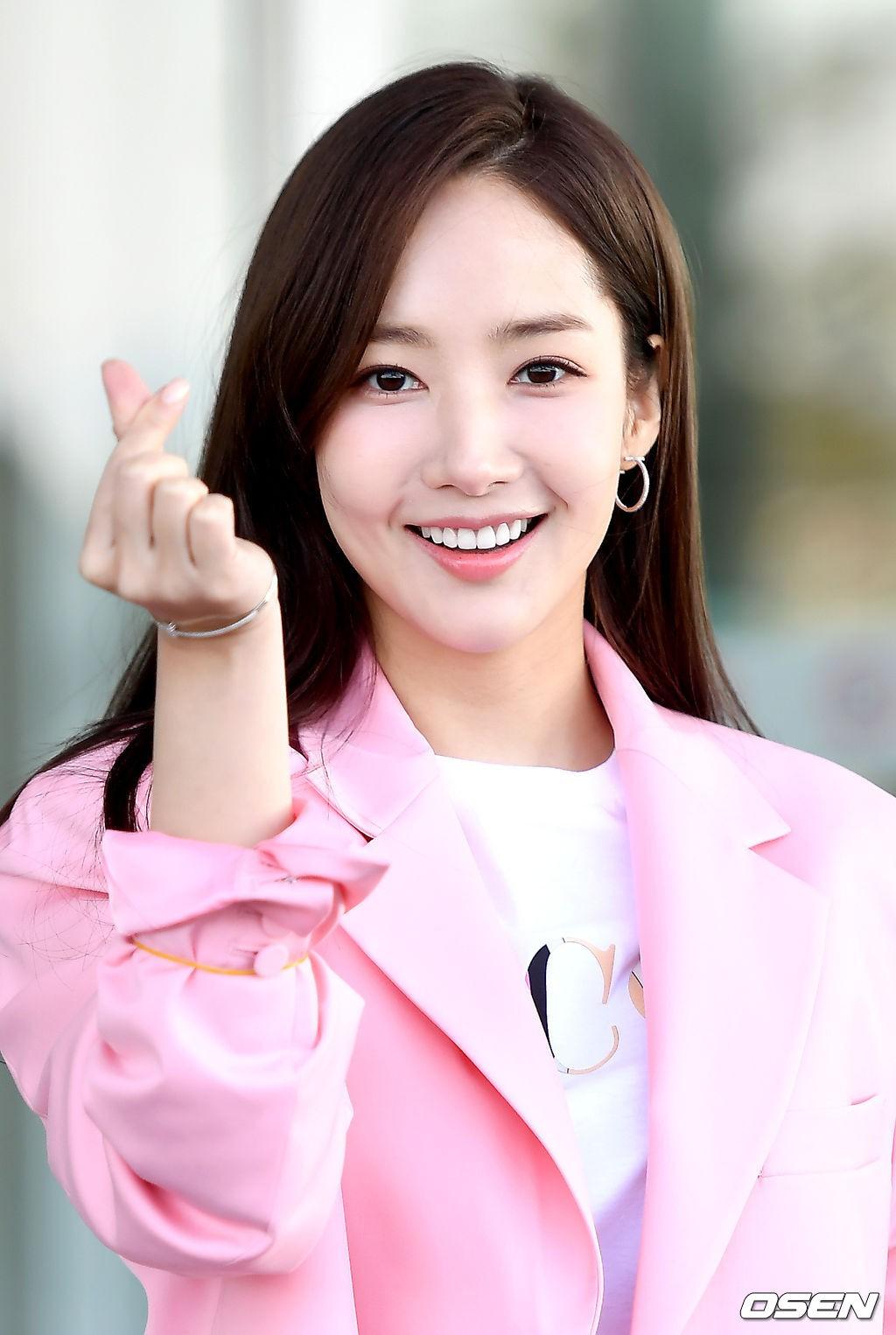 Dàn sao Hàn đình đám đổ bộ sân bay ngày Valentine: Black Pink đọ sắc Park Min Young, Park Bo Gum quá bảnh - Ảnh 19.