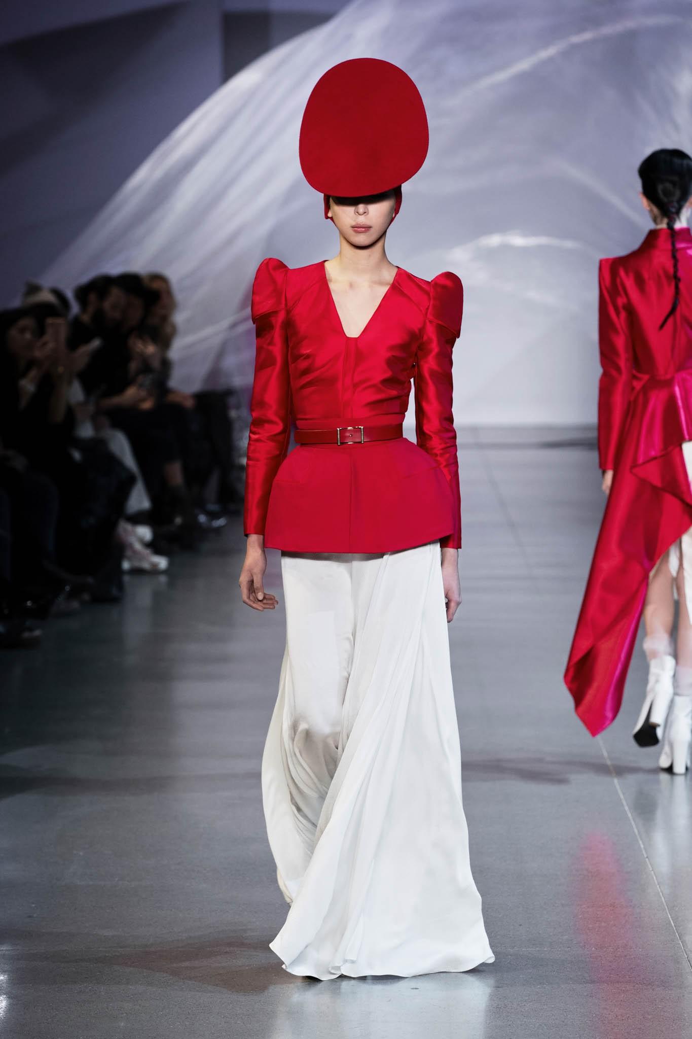 VOGUE Mỹ, VOGUE Tây Ban Nha và hàng loạt tạp chí thời trang thế giới đồng loạt đưa tin về show diễn PHUONG MY tại NYFW - Ảnh 11.