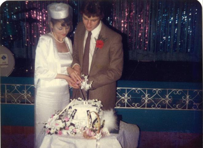 Chồng chuyển giới sau 35 năm chung sống, vợ vẫn bằng lòng tiếp tục ở bên người mình yêu thương - Ảnh 1.