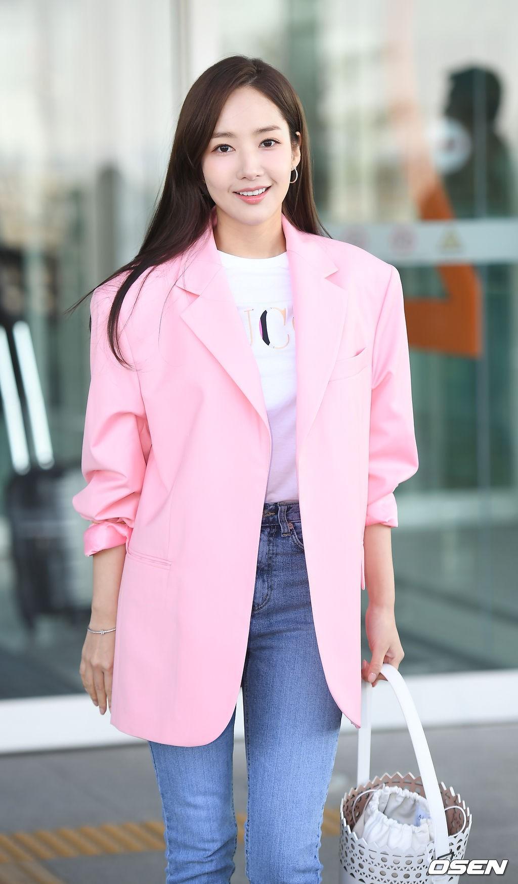 Dàn sao Hàn đình đám đổ bộ sân bay ngày Valentine: Black Pink đọ sắc Park Min Young, Park Bo Gum quá bảnh - Ảnh 18.