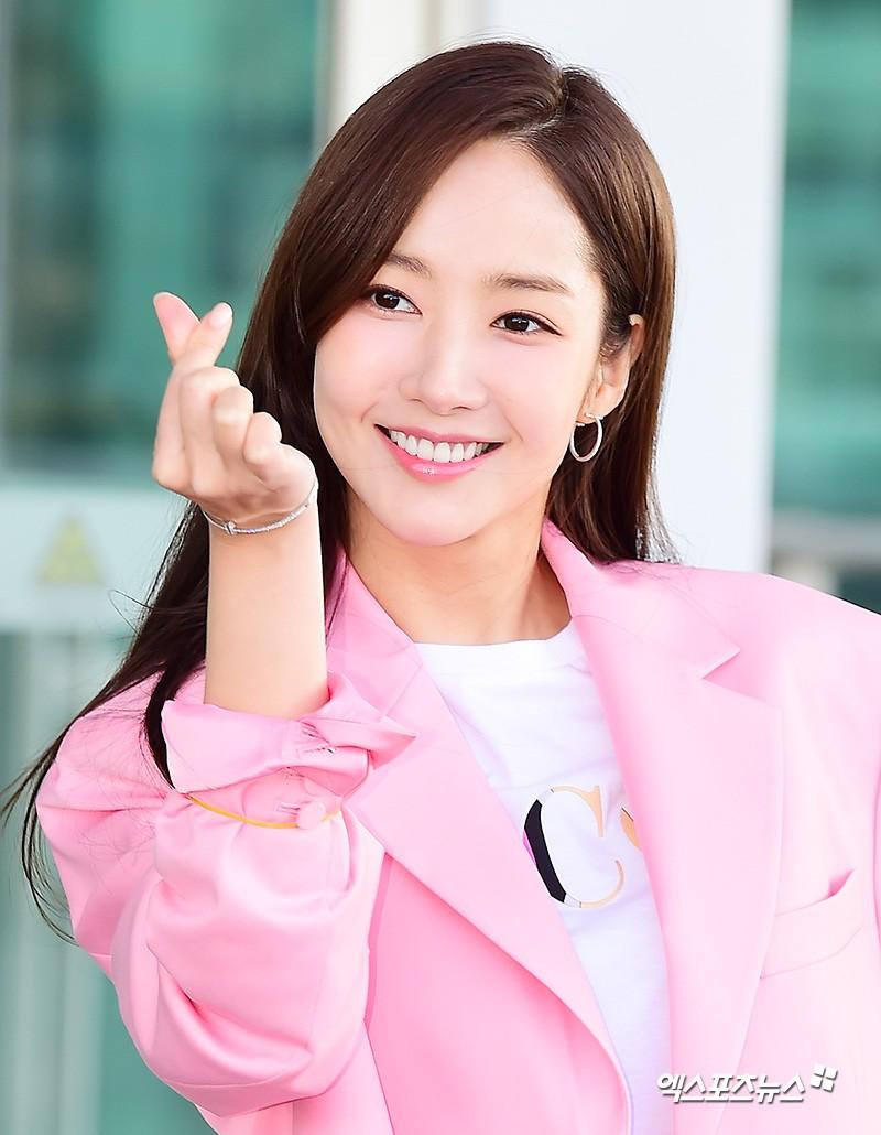 Dàn sao Hàn đình đám đổ bộ sân bay ngày Valentine: Black Pink đọ sắc Park Min Young, Park Bo Gum quá bảnh - Ảnh 20.